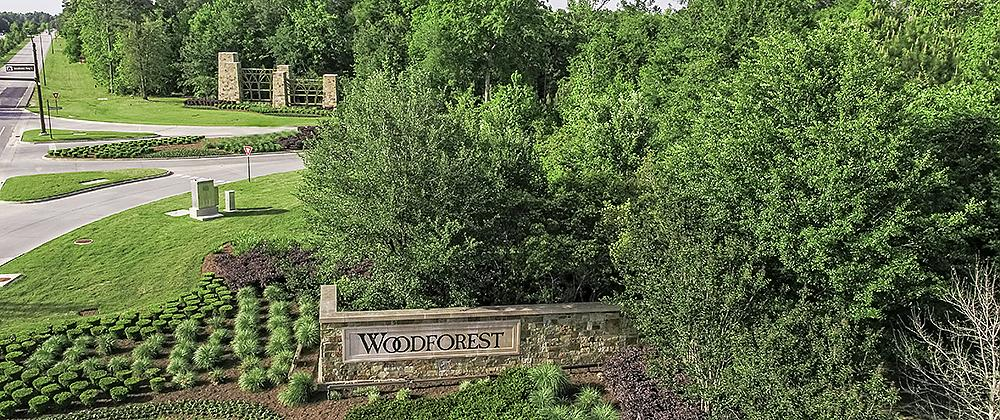 Lush Greenery at Woodforest Entrance
